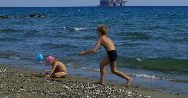 Turkey slams Cyprus for gas search, blocks rig with warships