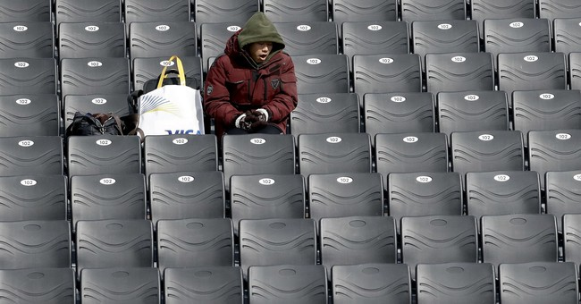 AP PHOTOS: Athletes, fans go to great lengths to stay warm