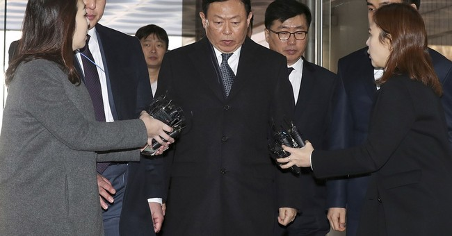 Friend of ex-S. Korean president, Lotte chairman get prison