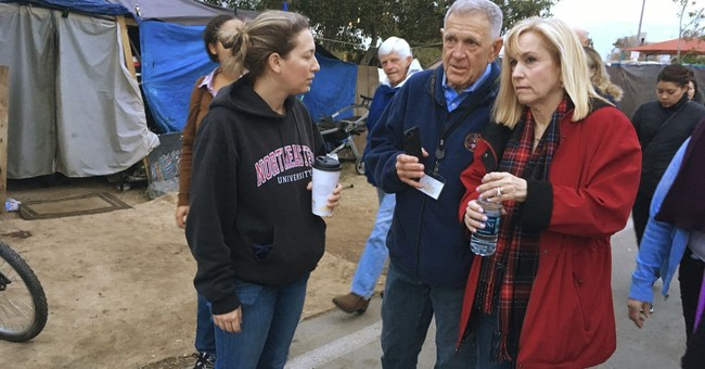 US judge leads lawyers, others on trip to homeless camp