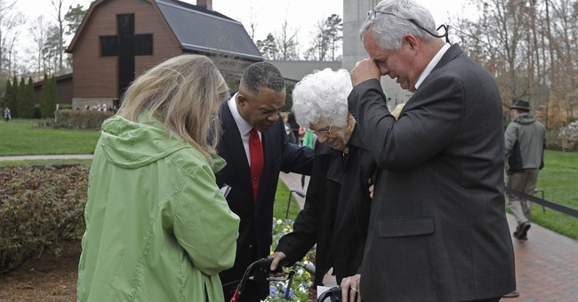 Thousands pay their respects to the Rev. Billy Graham