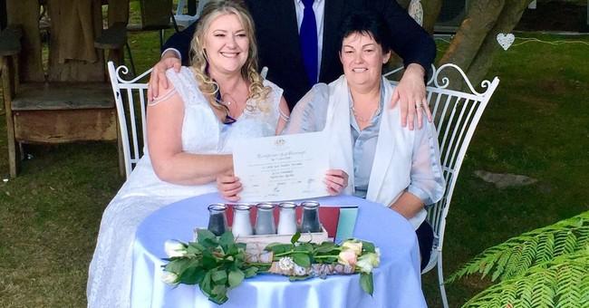 Gays marry in midnight wedding ceremonies across Australia