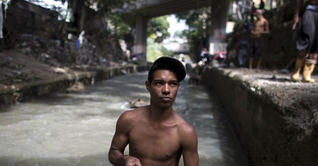 Venezuelans scour polluted river for lost treasure, survival