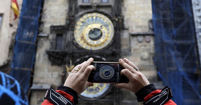 Prague astronomical clock to be removed for restoration