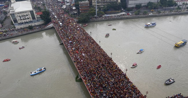 Huge Philippine procession secured tightly amid terror fears