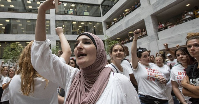 Linda Sarsour Says More Anti-Semitic Things, Only 'Apologizes' for the 'Confusion'