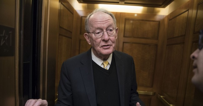 GOP Senator Splits with McConnell, Says He Wants Congress COVID-Tested