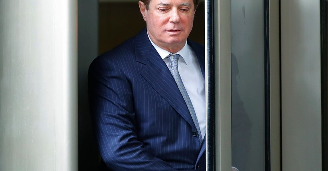 Bookkeeper: Paul Manafort 'approved every penny' of bills