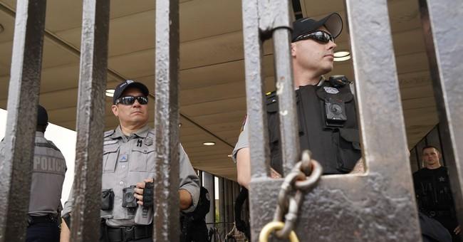Antifa At Charlottesville Turn Their Sights On Police