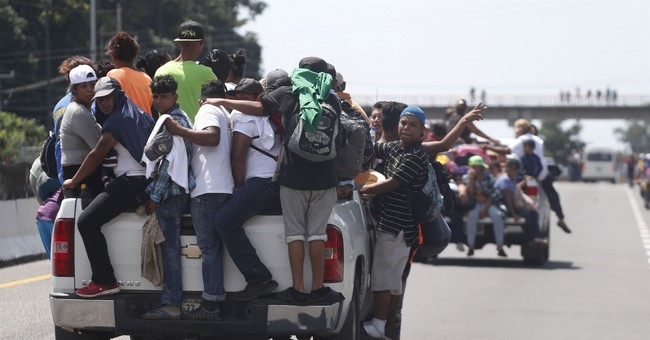 Migrant Caravan Pushes Forward to U.S. Through Mexico