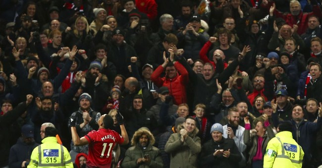 Manchester United Wins the 'Dumbest Fans in Sports' Award