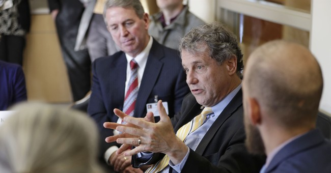 "Dem Senator Brown slams White House ""extremists"""