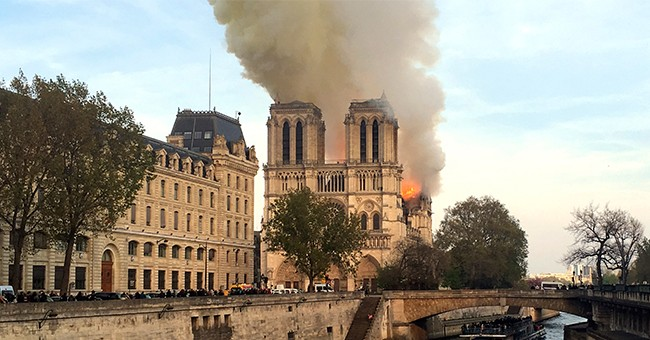 WOW: The Cross Is Still Standing in Notre Dame