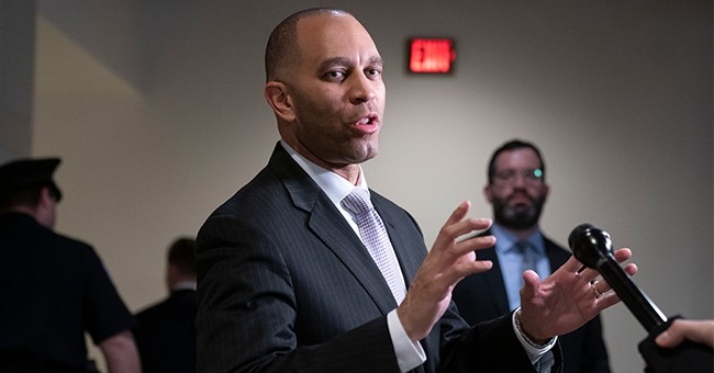 Doug Collins, Hakeem Jeffries Heap Praise on Each Other at Allegheny College's Civility Ceremony