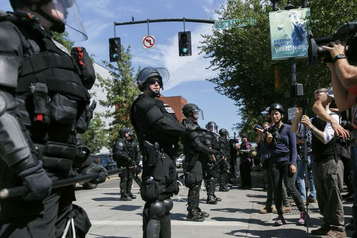Portland police's entire crowd control unit resigns after indictment of officer