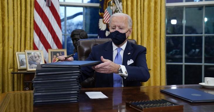 Joe Biden, possibly signing the fracking ban / APTOPIX Biden Inauguration