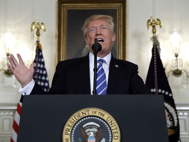 Trump Pauses Asia Speech for Water