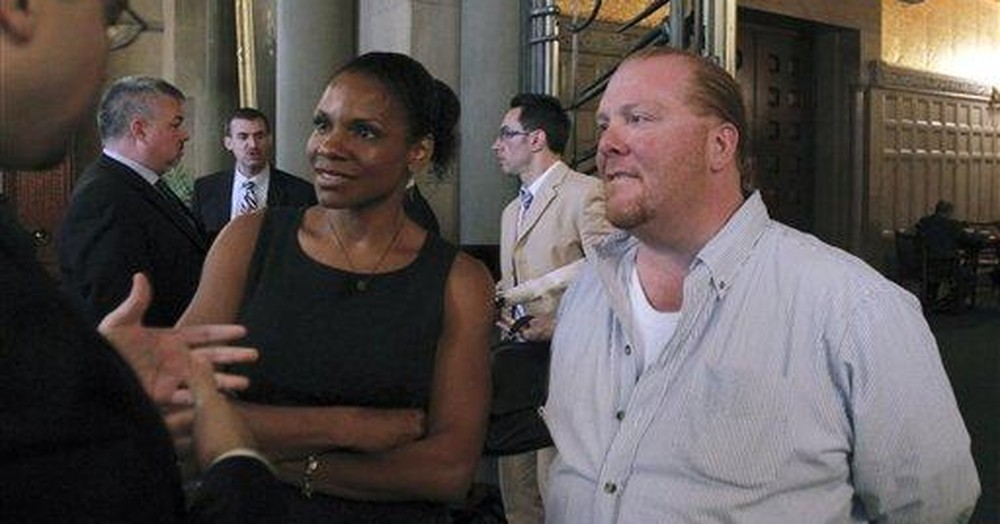 """Celebrity Chef Mario Batali """"Steps Away"""" Amid Sexual Misconduct Allegations"""