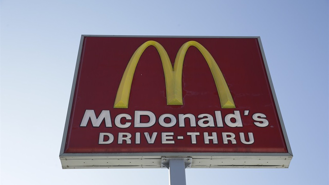 why mcdonald s sales are falling For the past two years, there hasn't been much to love about mcdonald's corp (ticker: mcd) stock the big mac shop's stock price stagnated, falling 7 percent from april 2013 to september 2015.