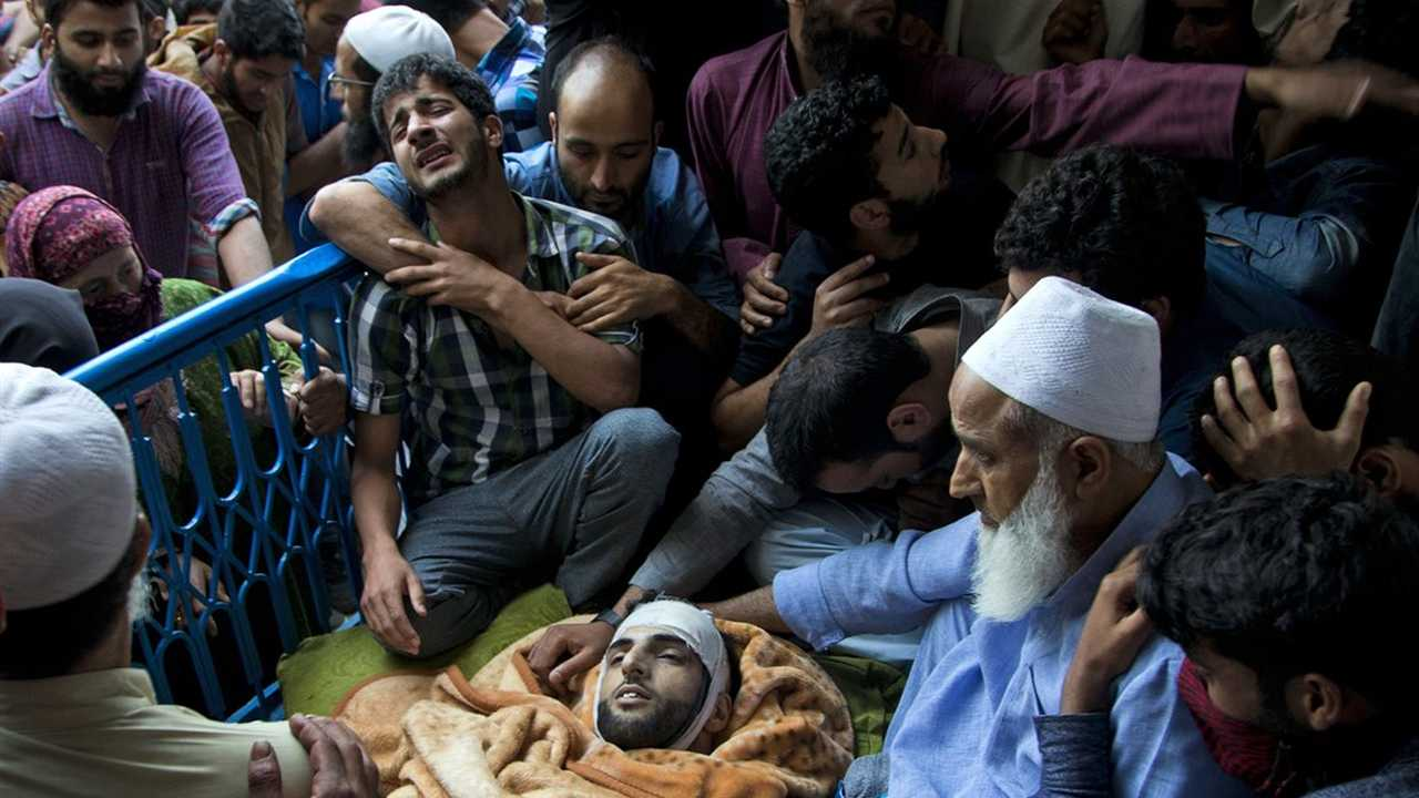 protests in kashmir india essay In indian kashmir, authorities are struggling to control spiraling street protests, which have led to the death of more than 45 people in the past six weeks the violence has jolted indian authorities, who were optimistic that the relative calm in kashmir in recent years signaled the end of a separatist.