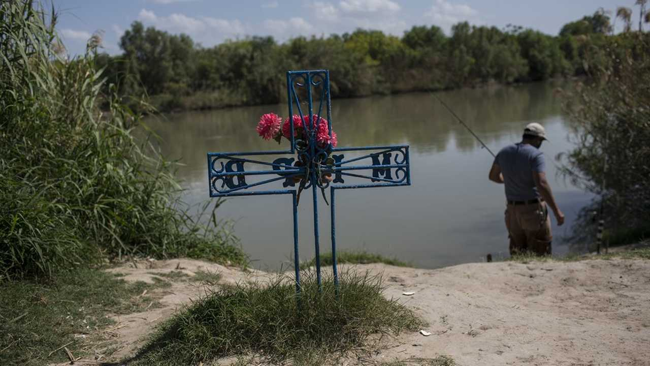 Border Patrol Agent Saves a Drowning Father and Daughter From the Rio Grande River
