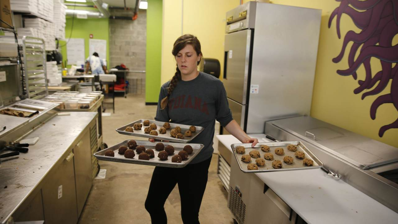 Ohio Bakery Has a Secret Strategy for Predicting Election Winner...Here's Who's in the Lead
