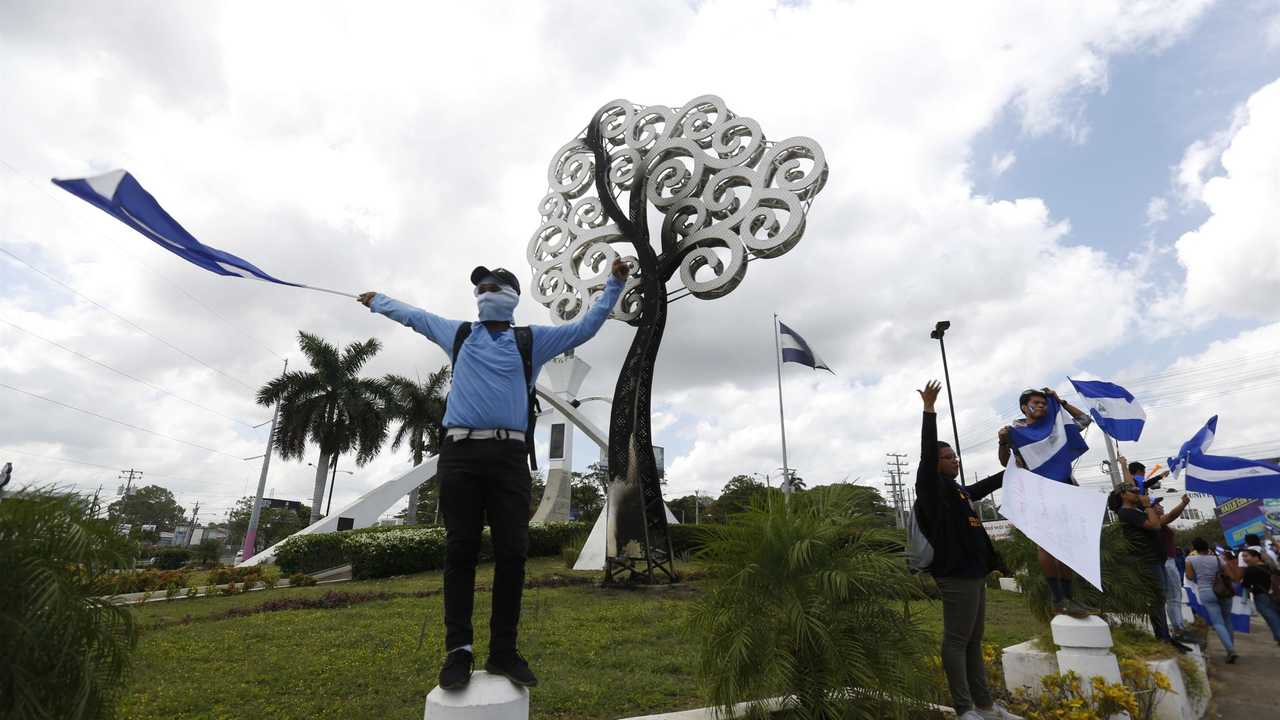Ap Photos Nicaragua Protesters Target 1st Lady S Costly