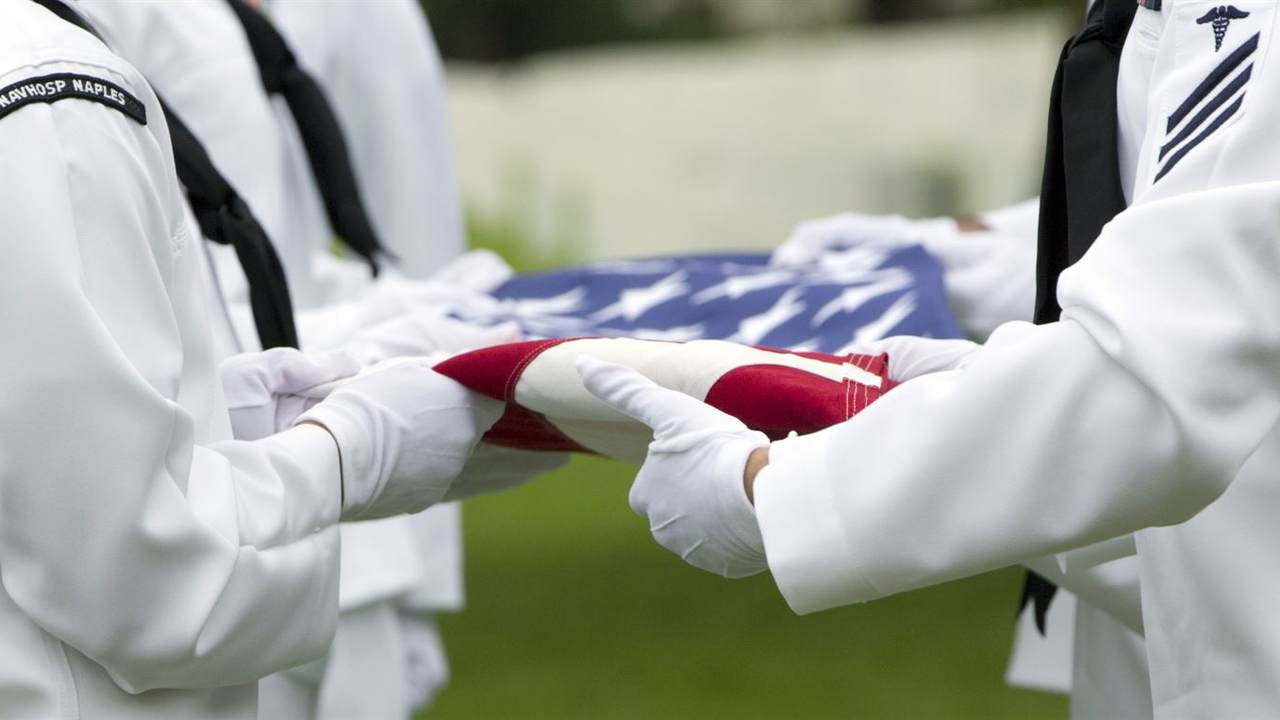 Strangers Attend Funeral Service to Honor Three Veterans Without Family