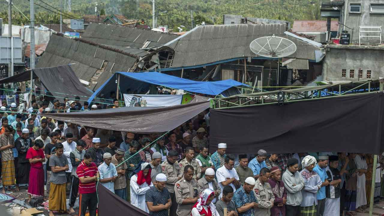 After Indonesia quake, a new worry: deadly aftershocks - AP News - Breaking News