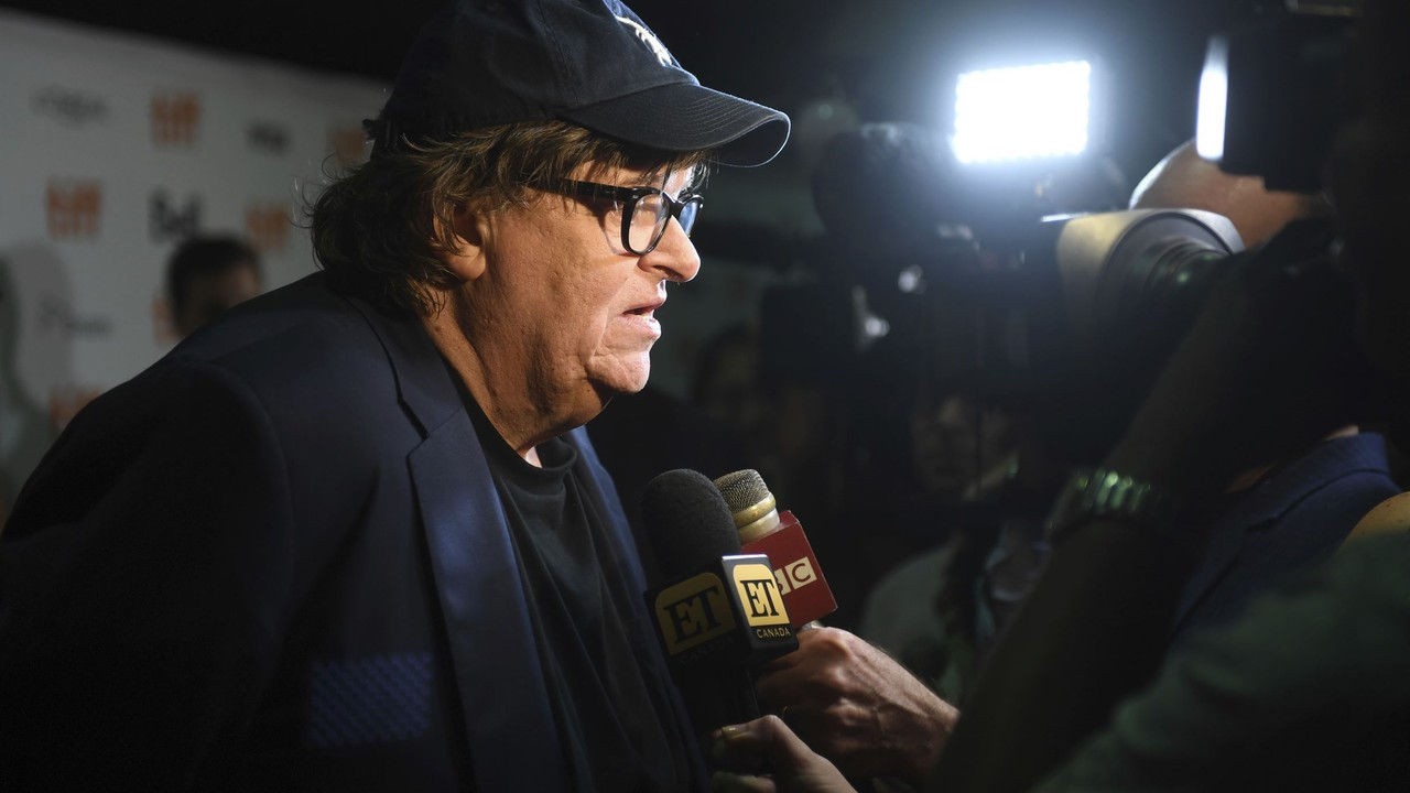 Michael Moore Compares Sanders Supporters to the 'French Resistance' Fighting a Nazi Occupation