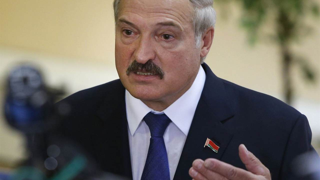 Prominent Belarusian Figures Resign Amidst Protests Against Dictatorship