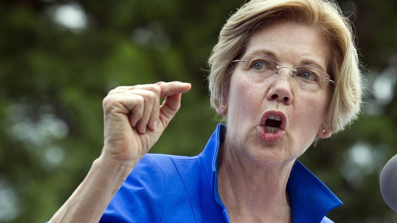 Elizabeth Warren Claims 'Democracy Is Crumbling Around Us,' Citing Hillary's Popular Vote Win