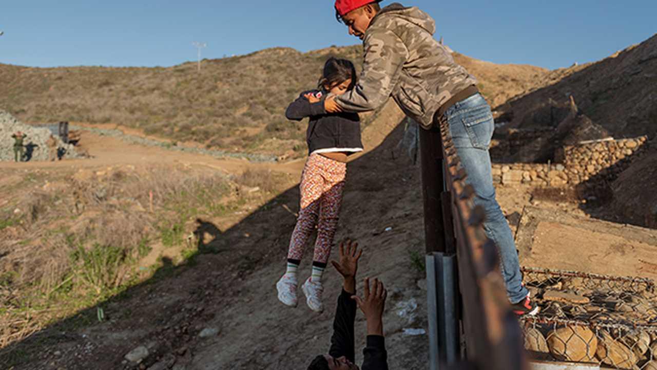 Human Smuggler Injures Four Border Patrol Agents