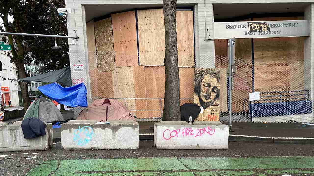 Seattle Protesters Set Up an 'Autonomous,' 'Cop Free' Zone Outside an Abandoned Police Station