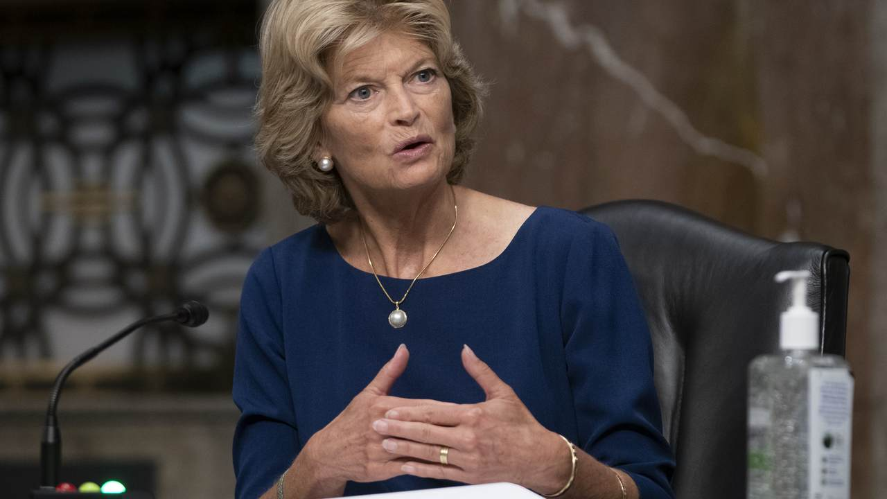 Lisa Murkowski Gets a Boost from a Major Conservative Group as Primary Challenge Heats Up