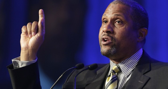 PBS Suspends Tavis Smiley After Sexual Harassment Claims